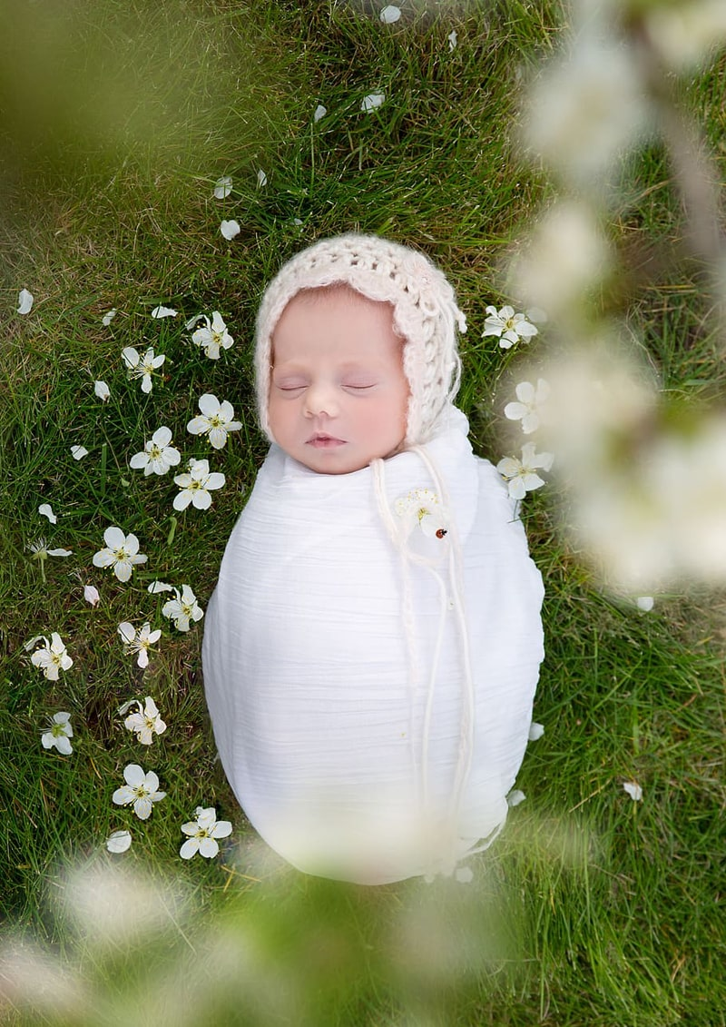 Newborn Outdoor Photography Pose