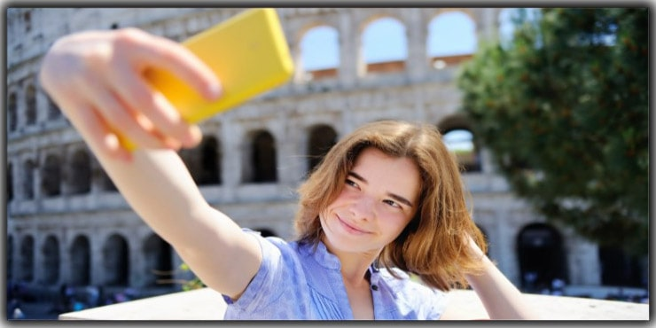 Use Hands for Selfie Pose